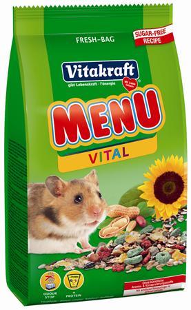 Корм для хомяков Vitakraft Menu Vital, 400 г10647Корм для хомяков Vitakraft Menu Vital - здоровый и невероятно полезный корм, созданный с учетом индивидуальностей данного вида - больше энергии благодаря высококачественным протеинам и вкусным фруктам. Корм придает организму жизненную силу, а так же помогает предотвратить истощение, благодаря содержащимся в нем витаминам и минералам. Основной, полностью сбалансированный корм Vitakraft Menu Vital аналогичен тому, который ваш хомяк нашел бы в природе. Обогащен орехами и питательными веществами. Ингредиенты: пшеница, тертые семена подсолнечника, кукуруза, люцерна, овес, добавки меда. Состав: сырого белка - 13,5%, масла - 7%, клетчатки - 7,5%, влажности - 10,5%, золы - 4%, кальция - 0,7%. Товар сертифицирован.