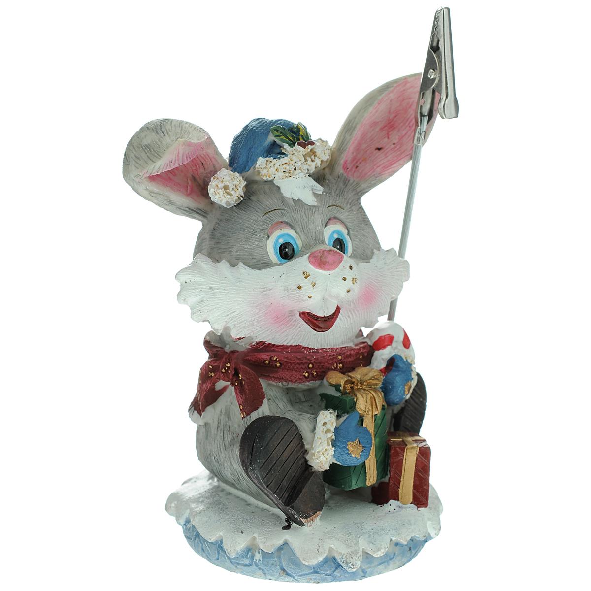 Держатель для бумаги Кролик, 12,5 см54 009303Держатель для бумаги, выполненный в виде кролика, который вызовет улыбку у каждого, кто его увидит.Откройте для себя удивительный мир сказок и грез. Почувствуйте волшебные минуты ожидания праздника, создайте новогоднее настроение вашим дорогими близким. Характеристики:Материал:полистоун, металл. Размер:12,5 см х 8 см х 5 см. Производитель: Ирландия. Артикул: SWT-2011. Mister Christmas как марка, стоявшая у самых истоков новогодней индустрии в России, сегодня является подлинным лидером рынка. Продукция марки обрела популярность и заслужила доверие самого широкого круга потребителей. Миссия Mister Christmas - это одновременно и возрождение утраченных рождественских традиций, и привнесение модных тенденций в празднование Нового года и Рождества, развитие новогодней культуры в целом. Благодаря таланту и мастерству дизайнеров, технологиям и опыту мировой новогодней индустрии товары от Mister Christmas стали настоящим символом Нового года, эталоном качества и хорошего вкуса.Уважаемые клиенты!Обращаем ваше внимание на возможные изменения в дизайне держателя.Уважаемые клиенты!Обращаем ваше внимание на ассортимент товара. Поставка возможна в одном извариантов, в зависимости от наличия на складе.