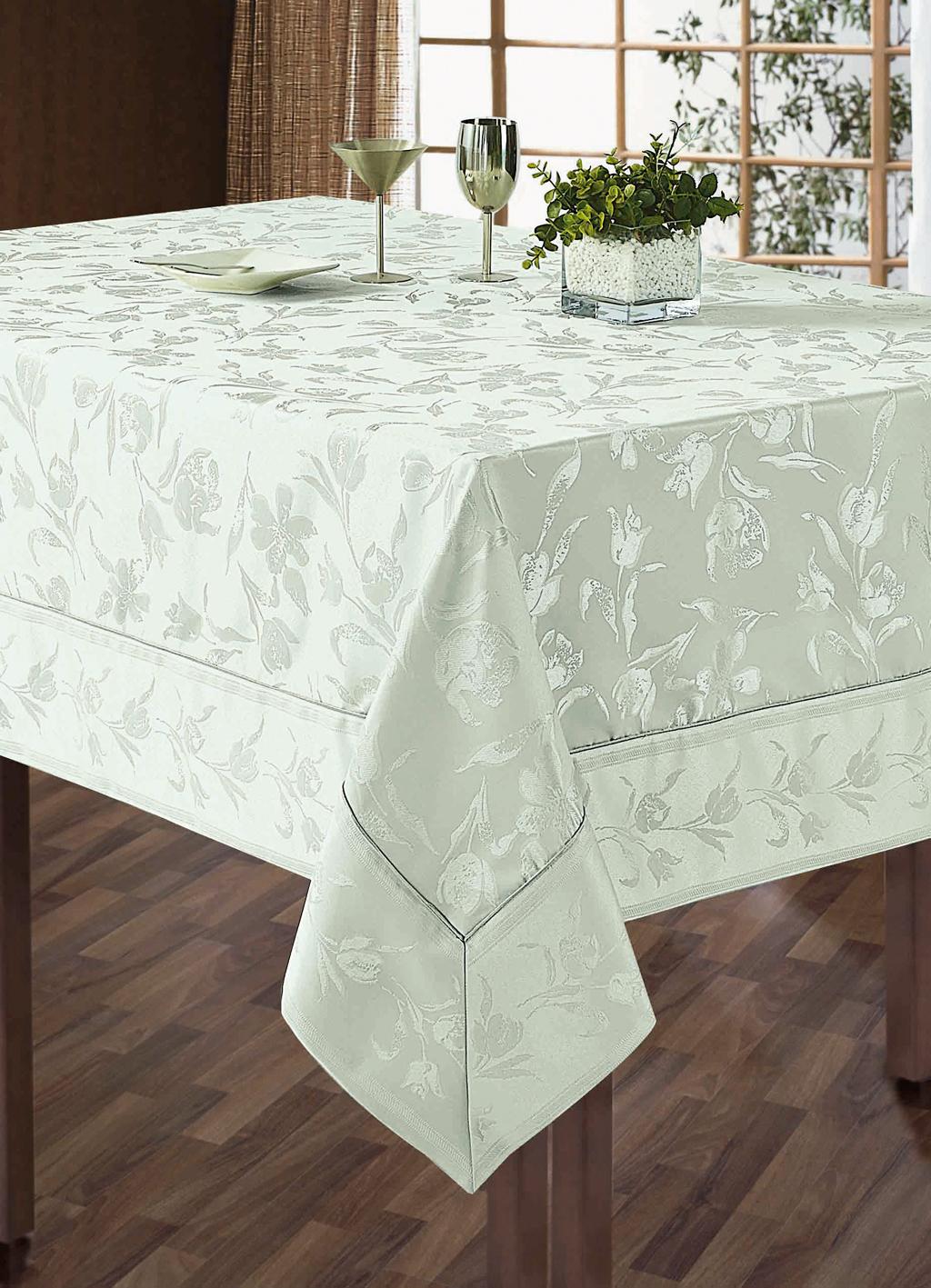 Комплект столового белья SL, цвет: белый, 7 предметов. 10109VT-1520(SR)Роскошный комплект столового белья SL состоит из скатерти прямоугольной формы и 6 квадратных салфеток. Комплект выполнен из жаккарда с изящным цветочным рисунком. Комплект, несомненно, придаст интерьеру уют и внесет что-то новое. Использование такого комплекта сделает застолье более торжественным, поднимет настроение гостей и приятно удивит их вашим изысканным вкусом. Вы можете использовать этот комплект для повседневной трапезы, превратив каждый прием пищи в волшебный праздник и веселье.Жаккард - это гладкая, безворсовая ткань сложного плетения, в состав которой входят как синтетические, так и органические волокна. У белья из жаккардовой ткани гладкая и приятная на ощупь фактура. Его контурный рисунок, созданный благодаря особому плетению, выглядит дорого и изящно. Здесь воссоединились блеск шелка и уютная мягкость хлопка. Жаккардовые ткани очень прочны и долговечны, очень удобны в эксплуатации. Скатерть - 1 шт. Размер: 180 см х 210 см. Салфетки - 6 шт. Размер: 40 см х 40 см.Комплект упакован в красивую подарочную коробку.