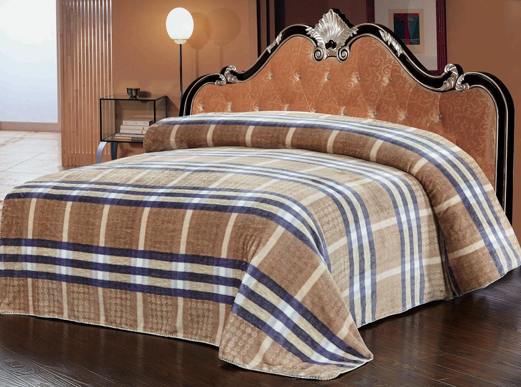 Плед SL, цвет: коричневый, синий, 200 х 220 см 1021510215Роскошный плед Soft Line гармонично впишется в интерьер вашего дома и создаст атмосферу уюта и комфорта. Плед выполнен из мягкого и приятного на ощупь флиса с принтом в сине-коричневую клетку. Высочайшее качество материала гарантирует безопасность не только взрослых, но и самых маленьких членов семьи. Плед - это такой подарок, который будет всегда актуален, особенно для ваших родных и близких, ведь вы дарите им частичку своего тепла! Soft Line предлагает широкий ассортимент высококачественного домашнего текстиля разных направлений и стилей. Это и постельное белье из тканей различных фактур и орнаментов, а также мягкие теплые пледы, красивые покрывала, воздушные банные халаты, текстиль для гостиниц и домов отдыха, практичные наматрасники, изысканные шторы, полотенца и разнообразное столовое белье. Soft Line - это ваш путеводитель по мягкому миру текстиля, полному удивительных достопримечательностей. Постельное белье марки Soft Line подарит вам радость и...