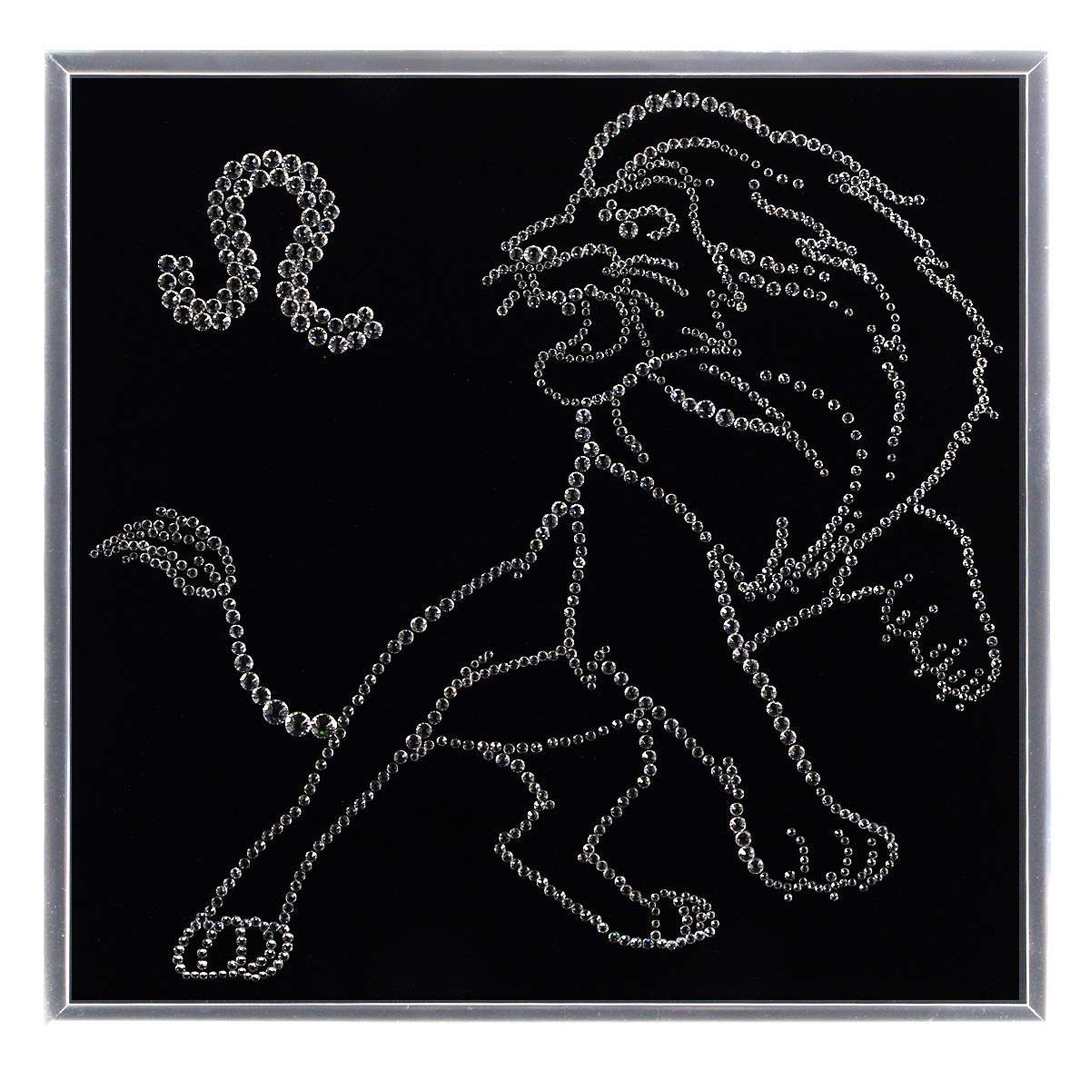 Картина с кристаллами Swarovski Знак зодиака. Лев, 25 х 25 см1121Изящная картина в металлической раме, инкрустирована кристаллами Swarovski в виде созвездия знака зодиака - лев. Кристаллы Swarovski отличаются четкой и ровной огранкой, ярким блеском и чистотой цвета. Под стеклом картина оформлена бархатистой тканью, что прекрасно дополняет блеск кристаллов. С обратной стороны имеется металлическая петелька для размещения картины на стене. Картина с кристаллами Swarovski Знак зодиака. Лев элегантно украсит интерьер дома или офиса, а также станет прекрасным подарком, который обязательно понравится получателю. Блеск кристаллов в интерьере, что может быть сказочнее и удивительнее. Картина упакована в подарочную картонную коробку синего цвета и комплектуется сертификатом соответствия Swarovski.