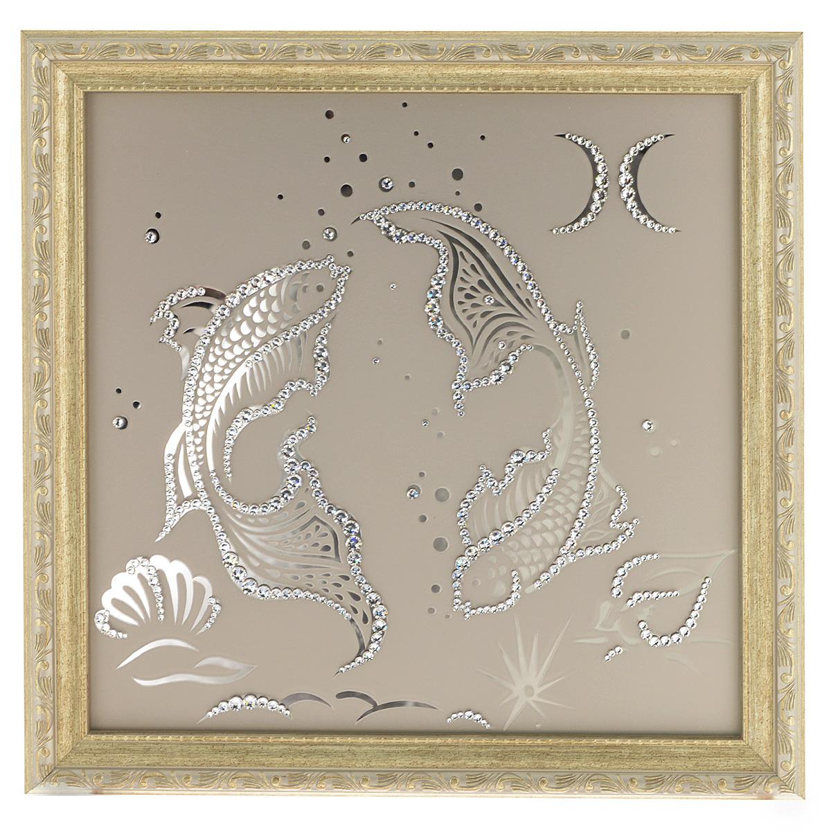 Картина с кристаллами Swarovski Знак зодиака. Рыбы, 35 см х 35 см1134Изящная картина в багетной раме Знак зодиака. Рыбы инкрустирована кристаллами Swarovski, которые отличаются четкой и ровной огранкой, ярким блеском и чистотой цвета. Идеально подобранная палитра кристаллов прекрасно дополняет картину. С задней стороны изделие оснащено проволокой для размещения на стене. Картина с кристаллами Swarovski элегантно украсит интерьер дома, а также станет прекрасным подарком, который обязательно понравится получателю. Блеск кристаллов в интерьере - что может быть сказочнее и удивительнее. Изделие упаковано в подарочную картонную коробку синего цвета и комплектуется сертификатом соответствия Swarovski.