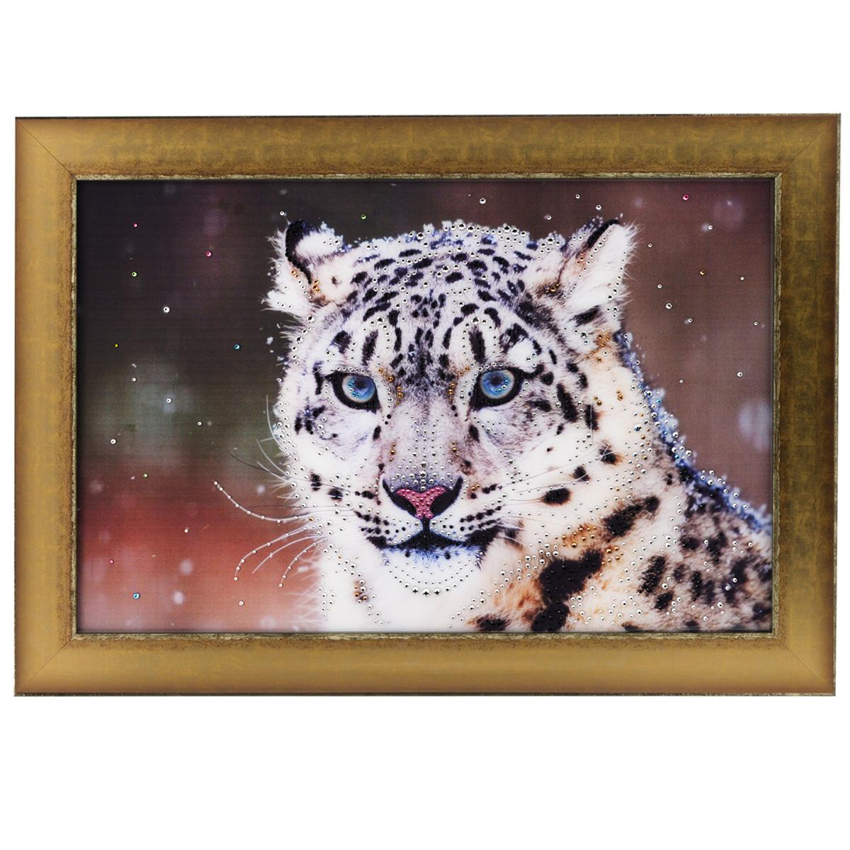 Картина с кристаллами Swarovski Снежный барс, 70 см х 50 см1287Изящная картина в багетной раме, инкрустирована кристаллами Swarovski, которые отличаются четкой и ровной огранкой, ярким блеском и чистотой цвета. Красочное изображение снежного барса, расположенное под стеклом, прекрасно дополняет блеск кристаллов. С обратной стороны имеется металлическая проволока для размещения картины на стене. Картина с кристаллами Swarovski Снежный барс элегантно украсит интерьер дома или офиса, а также станет прекрасным подарком, который обязательно понравится получателю. Блеск кристаллов в интерьере, что может быть сказочнее и удивительнее. Картина упакована в подарочную картонную коробку синего цвета и комплектуется сертификатом соответствия Swarovski.