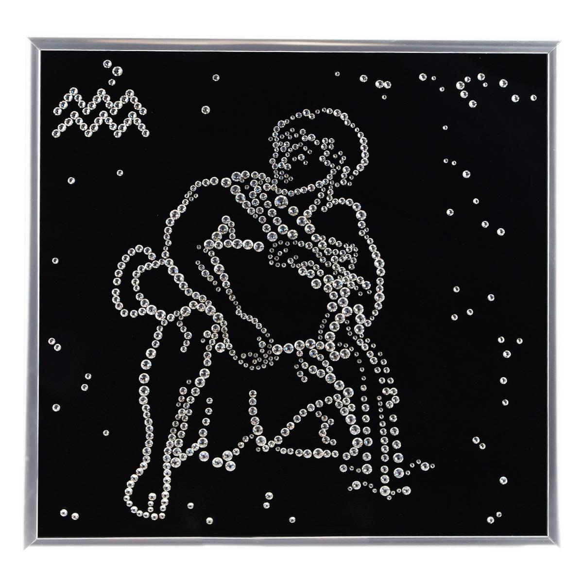 Картина с кристаллами Swarovski Знак зодиака. Водолей, 26 см х 26 смES-412Изящная картина в металлической раме, инкрустирована кристаллами Swarovski в виде знака зодиака - водолей. Кристаллы Swarovski отличаются четкой и ровной огранкой, ярким блеском и чистотой цвета. Под стеклом картина оформлена бархатистой тканью, что прекрасно дополняет блеск кристаллов. С обратной стороны имеется металлическая петелька для размещения картины на стене. Картина с кристаллами Swarovski Знак зодиака. Водолей элегантно украсит интерьер дома или офиса, а также станет прекрасным подарком, который обязательно понравится получателю. Блеск кристаллов в интерьере, что может быть сказочнее и удивительнее. Картина упакована в подарочную картонную коробку синего цвета и комплектуется сертификатом соответствия Swarovski.