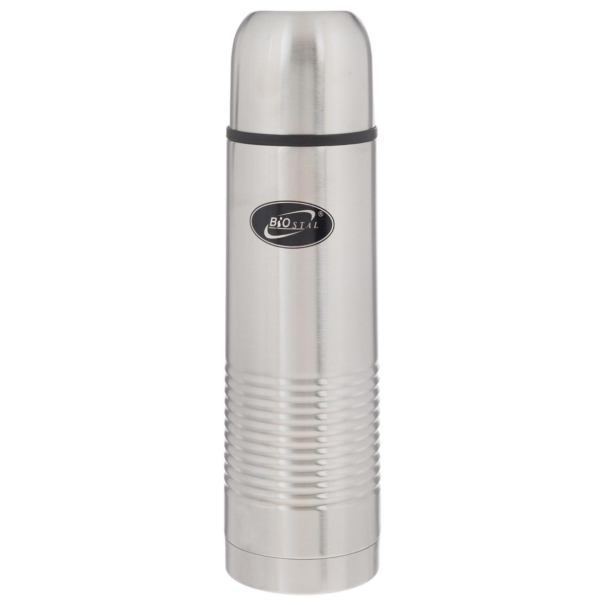 Термос BIOSTAL, в чехле, 1 л. NB-1000-B080302014Термос с узким горлом BIOSTAL, изготовленный из высококачественной нержавеющей стали, относится к классической серии. Термосы этой серии, являющейся лидером продаж, просты в использовании, экономичны и многофункциональны. Термос предназначен для хранения горячих и холодных напитков (чая, кофе) и укомплектован пробкой с кнопкой. Такая пробка удобна в использовании и позволяет, не отвинчивая ее, наливать напитки после простого нажатия. Изделие также оснащено крышкой-чашкой и текстильным чехлом для хранения и переноски термоса. Легкий и прочный термос BIOSTAL сохранит ваши напитки горячими или холодными надолго.