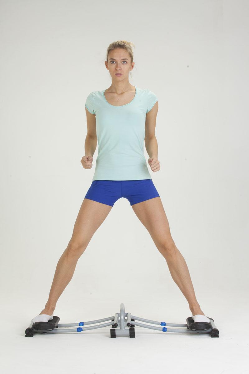 Тренажер для мышц ног с роликовыми платформами Bradex Стройные ноги, компактныйSM939B-1122Компактный тренажер Bradex Стройные ноги задействует более двухсот мышц во время тренировки, заставляя работать внутреннюю и внешнюю поверхность бедер, тренируя нижние мышцы живота. Чтобы получить результат от занятий с этим тренажером, Вам потребуется тратить на тренировку всего по 2-3 минуты в день. Bradex Стройные ноги очень прост в установке, использовании, транспортировке и не займет много места в квартире.