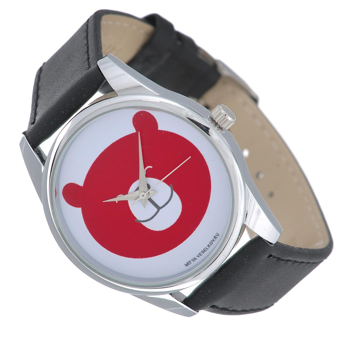 Часы наручные Mitya Veselkov Красный мишка. MV-185INT-06501Наручные часы Mitya Veselkov Красный мишка созданы для современных людей, которые стремятся выделиться из толпы и подчеркнуть свою индивидуальность. Часы оснащены японским кварцевым механизмом. Ремешок выполнен из натуральной кожи, корпус изготовлен из стали. Циферблат оснащен тремя стрелками и оформлен изображением мордочки медведя.Часы размещаются на специальной подушечке и упакованы в фирменный стакан Mitya Veselkov.Характеристики: Диаметр циферблата: 3,4 см.Размер корпуса: 3,9 см х 4,5 см х 0,8 см.Длина ремешка (с учетом корпуса): 24 см.Ширина ремешка: 1,8 см.