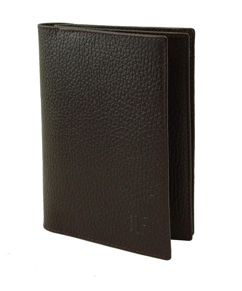 Бумажник водителя Dimanche Street Brun, цвет: темно-коричневый. 191191Бумажник водителя Dimanche Street Brun изготовлен из высококачественной натуральной кожи. Внутри содержится два отделения. Первое отделение предназначено для автодокументов и содержит съемный блок из 5 прозрачных пластиковых файлов, 4 кармашка для пластиковых карт, вертикальный карман для мелких бумаг и кармашек для сим-карты. Второе отделение - для паспорта, с двумя пластиковыми кармашками. Изделие оформлено небольшим тиснением в виде названия и логотипа бренда. Бумажник водителя Street Brun не только сохранит внешний вид ваших документов и защитит их от грязи и пыли, но и станет стильным аксессуаром, который идеально дополнит ваш образ.