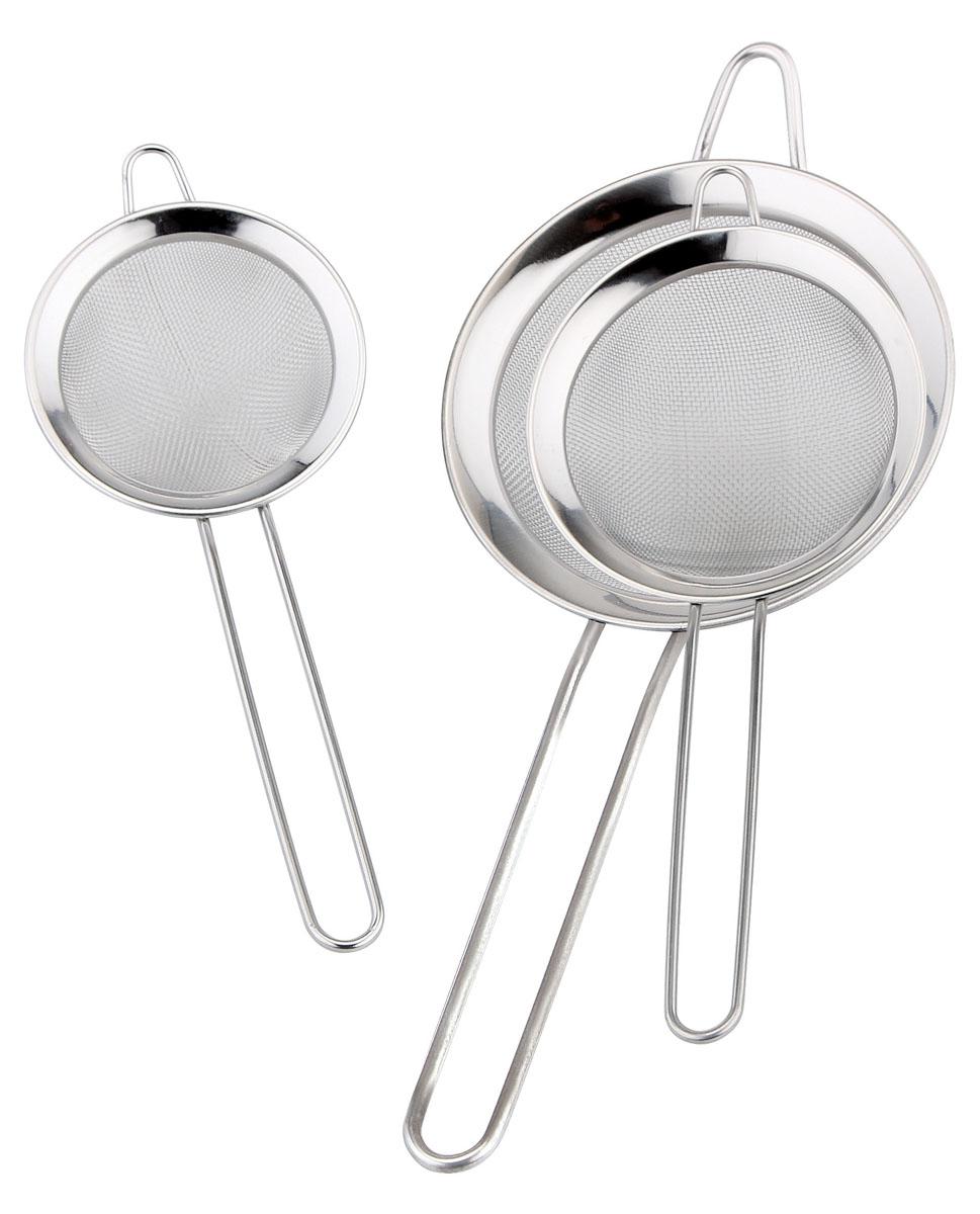 Набор сит Bekker Koch, 3 шт. BK-9212BK-9212Набор Bekker Koch, выполненный из высококачественной нержавеющей стали, содержит 3 сита. Набор станет незаменимым атрибутом на вашей кухне. Удобная ручка-пруток не позволит выскользнуть ситу из вашей руки. Прочная стальная сетка и корпус обеспечивают изделиям износостойкость и долговечность. Предметы набора оснащены специальными ушками, за которые их можно подвесить в любом месте. Такие сита помогут вам процедить или просеять продукты и станут достойным дополнением к кухонному инвентарю. Можно мыть в посудомоечной машине.