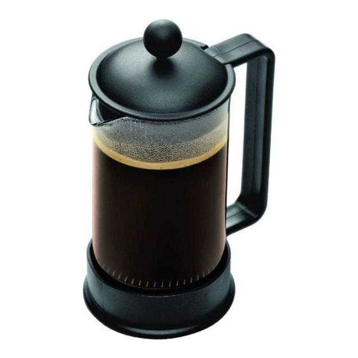 Кофейник Bodum Brazil с прессом, цвет: черный, 0,35 лCM000001326Кофейник Shin Bistro изготовлен из высококачественного стекла и оснащен фильтром french press из нержавеющей стали, который позволяет легко и просто приготовить отличный напиток. Кофейник оснащен удобной пластиковой ручкой, что исключает его выскальзывание из руки и помещен в оправу из пластика, которая эффективно защищает стекло. К кофейнику прилагается специальная пластиковая мерная ложечка. Настоящим ценителям натурального кофе широко известны основные и наиболее часто применяемые способы его приготовления: эспрессо, по-турецки, гейзерный. Однако существует принципиально иной способ, известный как french press, благодаря которому приготовление ароматного напитка стало гораздо проще. Высота чайника (без учета крышки): 13,5 см. Диаметр колбы: 7 см.