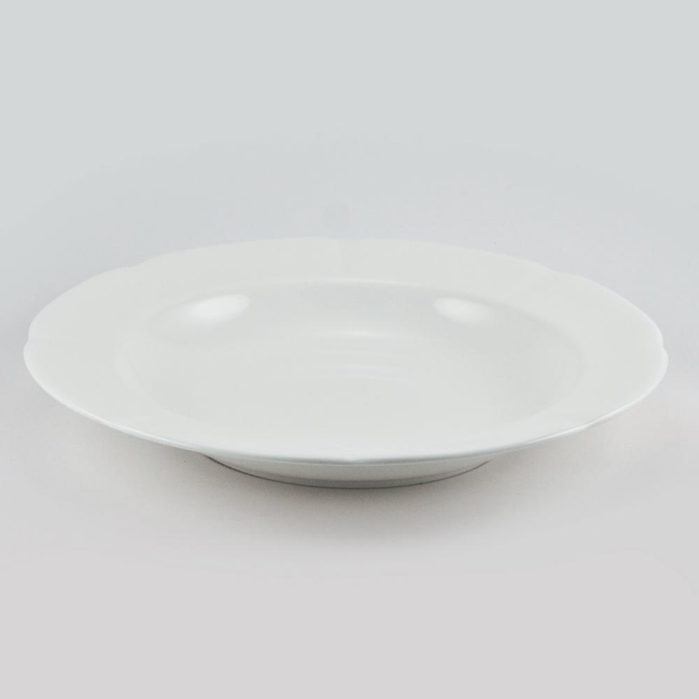 Набор суповых тарелок Royal Bone China White, диаметр 23 см, 6 шт89ww/0357Набор Royal Bone China White, выполненный из костяного фарфора, состоит из 6 суповых тарелок и предназначен для красивой сервировки блюд. Набор сочетает в себе стильный дизайн с максимальной функциональностью. Оригинальность оформления придется по вкусу и ценителям классики, и тем, кто предпочитает современный стиль. Не использовать в микроволновой печи. Диаметр по верхнему краю: 23 см.