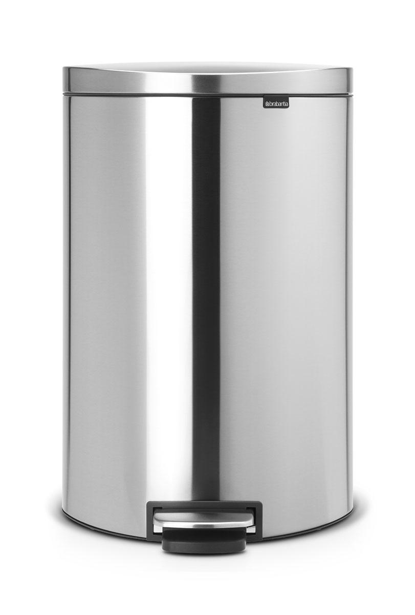 Бак мусорный Brabantia FlatBack+, с педалью, цвет: матовая сталь, 40 л482021Бак FlatBack+ - это самый компактный бак бренда Brabantia. При этом механизм MotionControl обеспечивает бесшумное закрывание и мягкое действие педали. Но и это еще не все - бак имеет защиту от отпечатков пальцев, а также удобную гибкую ручку для переноски. Бесшумное закрывание и мягкое действие педали - механизм MotionControl; Рациональное использование пространства - бак может устанавливаться вплотную к стене или кухонному шкафу; Умная фиксация крышки - при открывании крышка не касается стены благодаря уникальной конструкции крепления; Удобный в использовании - при открывании вручную крышка фиксируется в открытом положении, закрывается нажатием педали; Удобная очистка - съемное внутреннее ведро из пластика со складными захватами; Удобная смена мешков для мусора - специальная функция фиксации внутреннего ведра в поднятом положении; Бак удобно перемещать - гибкая ручка для переноски; Предохранение пола от повреждений - пластиковый...