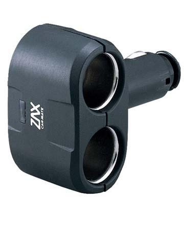Разветвитель прикуривателя Carmate 2 Way Socket, 2 гнезда, цвет: черныйCZ258Разветвитель Carmate 2 Way Socket присоединяется к разъему прикуривателя, позволяет подключить сразу несколько электроприборов. Используется в автомобилях с напряжением в сети 12В. Суммарный ток и потребляемая мощность подключенных в разветвитель приборов не должны превышать 15 А и 180 Вт.
