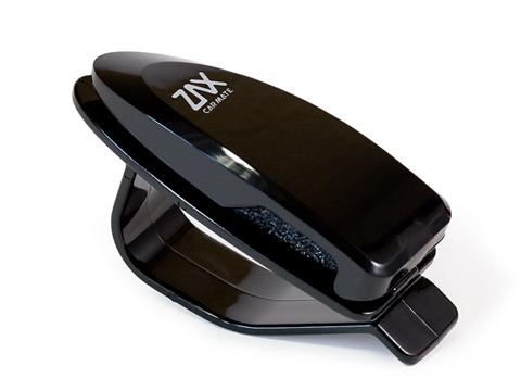 Держатель очков Carmate Sunglass Holder, пластиковый, черныйSZ46RUУстанавливается на солнцезащитный козырек толщиной до 20 мм. Не подходит для очков нестандартной формы или очков, дужки которых в сложенном виде имеют толщину более 8 мм. Может использоваться для хранения визитных карточек. Японии.