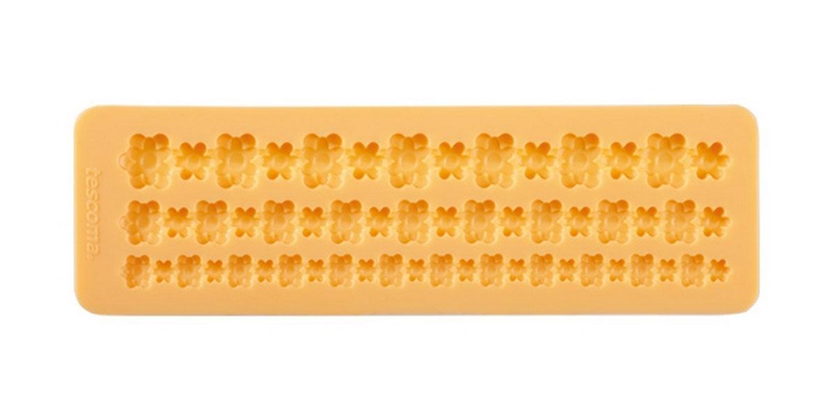 Форма для украшения выпечки Tescoma Бордюр с цветами, 3 ячейки633042Форма Tescoma Бордюр с цветами отлично подходит для украшения выпечки фигурками из марципана или помадки. Необходимо поставить заполненные формы в морозильник на 5-10 минут, а затем вытащить их, мягко нажав на дно формы. Форма изготовлена из превосходного гибкого силикона. На одном листе расположены 3 ячейки в виде полосок из сплетенных цветов разных размеров. Можно мыть в посудомоечной машине.