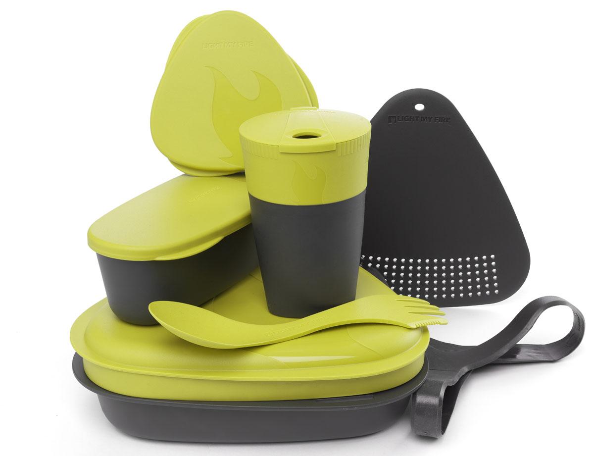 Набор походной посуды Light My Fire MealKit 2.0, цвет: лайм, 10 предметовa026124Набор походной посуды Light My Fire MealKit 2.0 отлично подойдет для обедов на работе, в школе, для пикника, походов и загородного отдыха. Набор включает в себя: контейнер с крышкой, которая так же может использоваться как тарелка, ловилку Spork Original, которая сочетает в себе ложку, вилку, нож, герметичную коробочку с мерной шкалой SnapBox original, герметичную коробочку c мерной шкалой SnapBox oval, складную кружку Pack-up-Cup, комбинированную разделочную доску и удерживающий резиновый ремешок.Набор можно мыть в посудомоечной машине и использовать в микроволновой печи. Кроме того, набор Light My Fire MealKit 2.0 не тонет в воде! С таким набором не возможно остаться незамеченным.Размер контейнера (с учетом крышки): 19 см х 19 см х 6 см.Объем контейнера: 900 мл. Объем крышки: 500 мл. Длина ловилки: 17 см. Размер кружки (в разложенном виде): 7 см х 7 см х 10,5 см. Объем кружки: 260 мл. Размер кружки (в сложенном виде): 7 см х 7 см х 4 см. Размер разделочной доски: 15 см х 15,5 см. Размер коробочки SnapBox oval (с учетом крышки): 16,5 см х 7 см х 5 см. Объем коробочки SnapBox oval: 320 мл. Размер коробочки SnapBox original (с учетом крышки): 9,5 см х 9,5 см х 4 см. Объем коробочки SnapBox original: 170 мл.