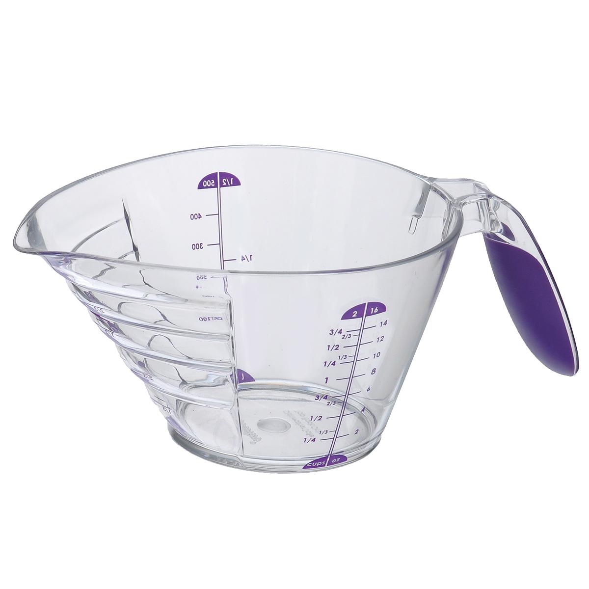 Чаша мерная Wilton, цвет: фиолетовый, 500 млWLT-2103-334Мерный стакан Wilton выполнен из высококачественного пластика с прорезиненной ручкой. Ступенчатый дизайн позволяет удобно отмерять вещества и читать шкалу. Можно мыть в посудомоечной машине.