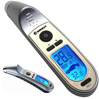 Манометр шинный Berkut Digital MAX, цифровойDigital MAXЦифровой манометр Berkut Digital MAX предназначен для измерения и контроля давления в шинах автомобиля. Корпус выполнен из обрезиненного металла и пластика. Манометр оснащен ЖК-дисплеем и наконечником с подсветкой. В комплекте чехол для хранения. Диапазон измерений: 2-99,5 Psi; 0,15-7 Атм. Погрешность прибора: +-0,5 Psi/0,05 Атм. Температурный диапазон: от +5°С до +40°С. Элементы питания: 2 х 3В (CR2032), либо аналоги.