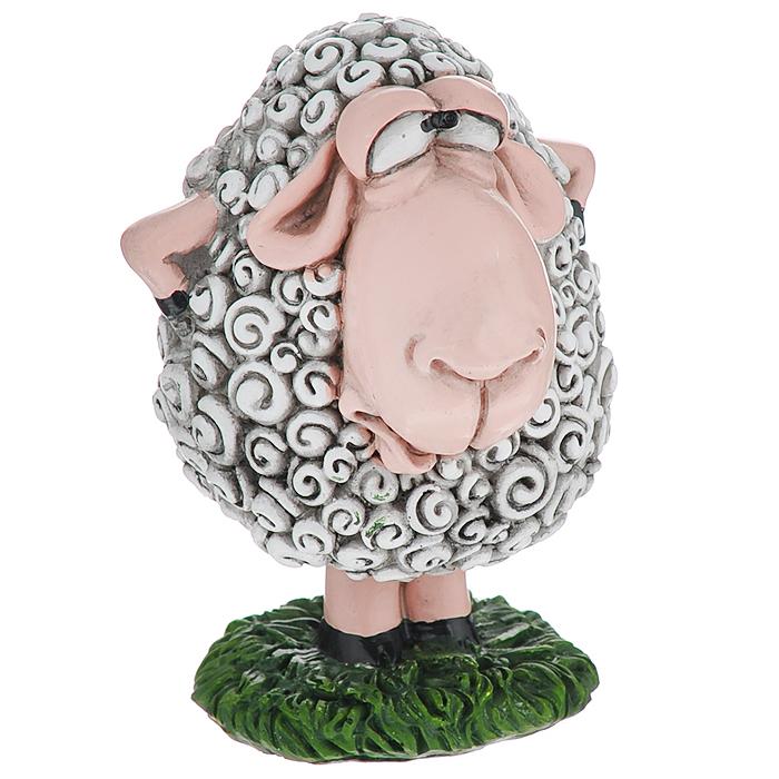 Статуэтка декоративная Comical World Овечка, цвет: серый, зеленыйCW-WD83978-ALОригинальная декоративная статуэтка Comical World Овечка выполнена из полистоуна в виде овечки, которая стоит на лужайке. Такая статуэтка - отличный вариант для новогоднего подарка для ваших близких и друзей.