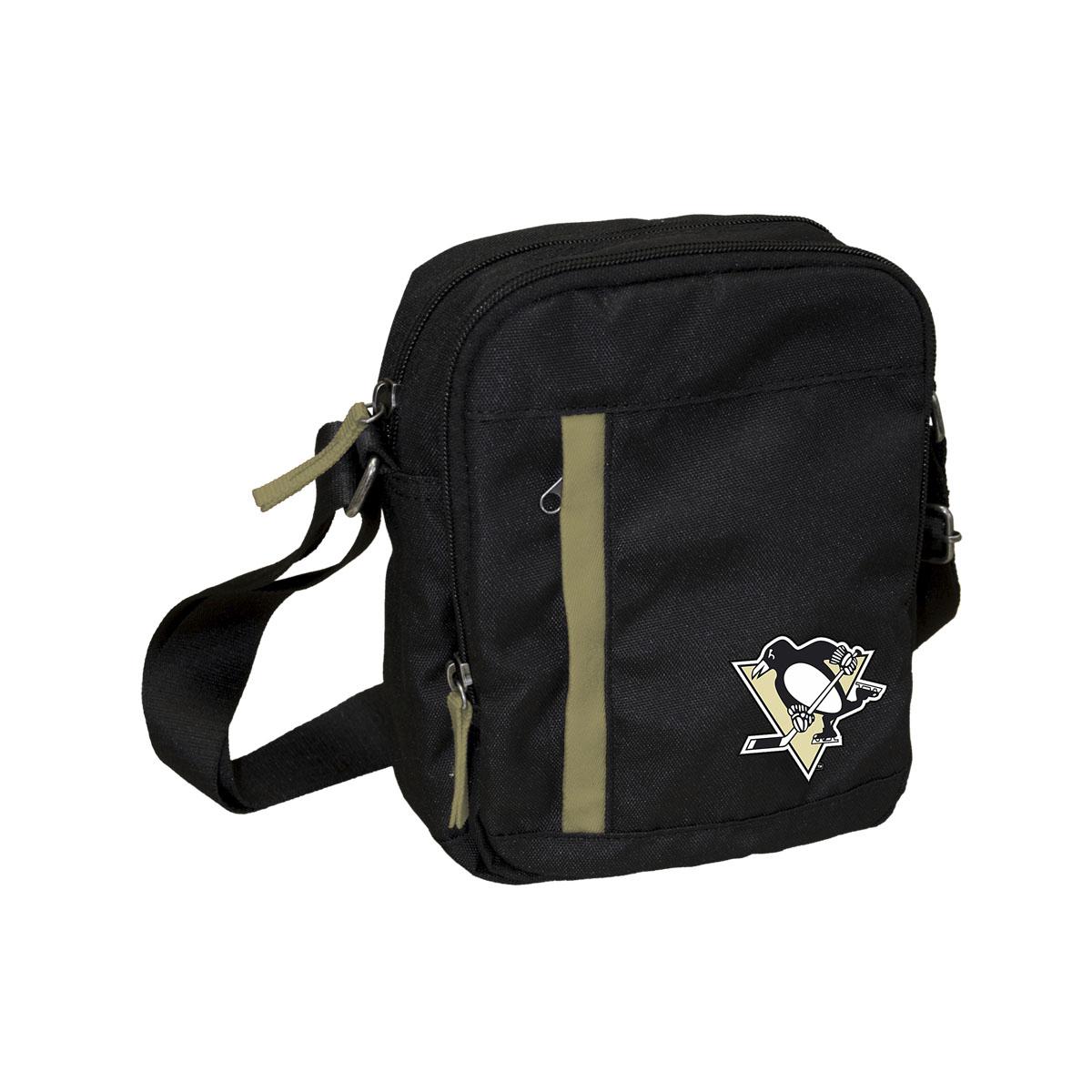 Сумка на ремне NHL Penguins, цвет: черный, 3,5 л. 58018106648Универсальная сумка NHL Penguins на регулируемом плечевом ремне имеет два отделения на молнии. Внешний карман на молнии отделан контрастной полосой. Основное отделение содержит четыре небольших кармана для мелочей, один из них на молнии. Сумка украшена эмблемой хоккейной команды Penguins.