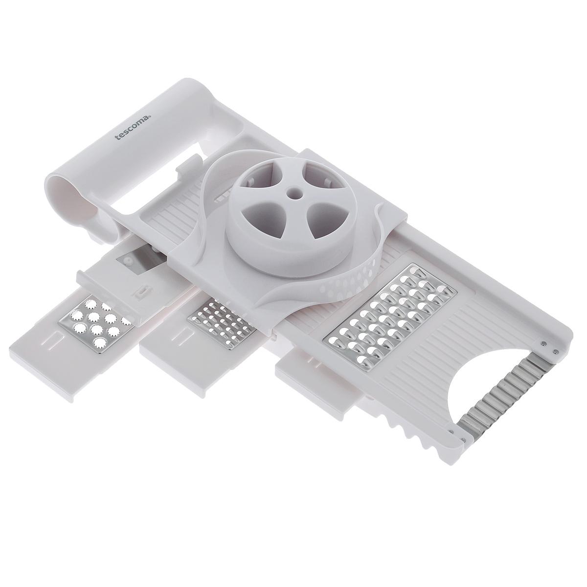Терка многофункциональная Tescoma Handy643860Многофункциональная терка Tescoma Handy замечательна для нарезки на ломтики и измельчения продуктов. 4 сменных ножа и нож-волна изготовлены из первоклассной нержавеющей стали, остальные части из прочной пластмассы. Терка снабжена безопасным держателем для продуктов и массивной ручкой для удобного использования. С помощью такой терки вы сможете быстро нарезать или нашинковать картофель, перец, баклажаны, морковь, яблоки, приготовить салаты или детские овощные и фруктовые пюре. Каждая хозяйка оценит все преимущества этой терки. Очень практичный и современный дизайн делает изделие весьма простым в эксплуатации.