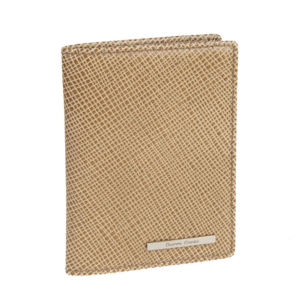 Обложка для паспорта Gianni Conti, цвет: песочный. 18774551877455 sand/taupeСтильная обложка Gianni Conti выполнена из натуральной кожи и оформлена металлической пластинкой с надписью в виде названия бренда. На внутреннем развороте справа расположено шесть кармашков для пластиковых карт и визиток. Ширина левого разворота 3 см, правого 7 см. Оба разворота изготовлены из натуральной кожи. Такая обложка не только поможет сохранить внешний вид ваших документов и защитит их от повреждений, но и станет ярким аксессуаром, который подчеркнет ваш образ. Обложка упакована в подарочную картонную коробку желтого цвета с логотипом фирмы.