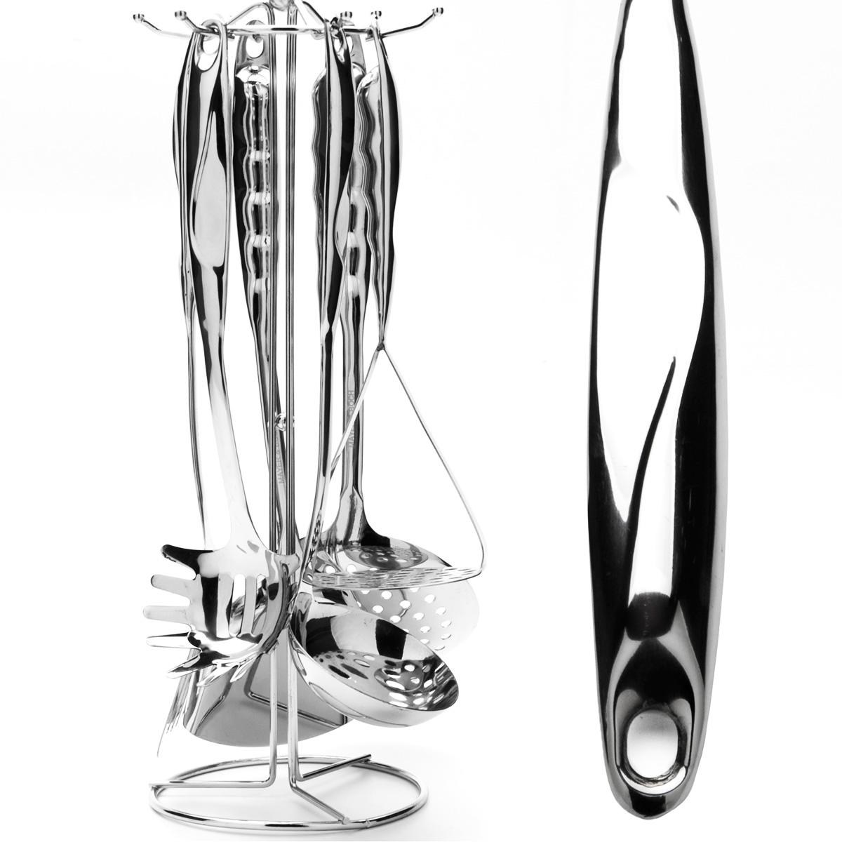 Набор кухонных принадлежностей Mayer & Boch, 7 предметов. 2379223792Набор кухонных принадлежностей Mayer & Boch выполнен из высококачественной нержавеющей стали c зеркальной поверхностью. Набор состоит из ложки для спагетти, половника, шумовки, двух лопаток (одна с прорезями, другая - без), картофелемялки и подставки. Все кухонные принадлежности имеют петельку, с помощью которой их можно подвесить на подставку с крючками. Эксклюзивный дизайн, эстетичность и функциональность набора позволят ему занять достойное место среди кухонного инвентаря. Набор пригоден для мытья в посудомоечной машине. Длина ложки для спагетти: 32 см. Размер рабочей поверхности ложки для спагетти: 8,5 см х 8 см. Длина половника: 34 см. Диаметр рабочей поверхности половника: 9 см. Длина шумовки: 35 см. Диаметр рабочей поверхности шумовки: 12 см. Длина лопатки: 37 см. Размер рабочей поверхности лопатки: 9 см х 10 см. Длина лопатки с прорезями: 36 см. Размер рабочей поверхности лопатки с прорезями: 8 см х 8 см. ...