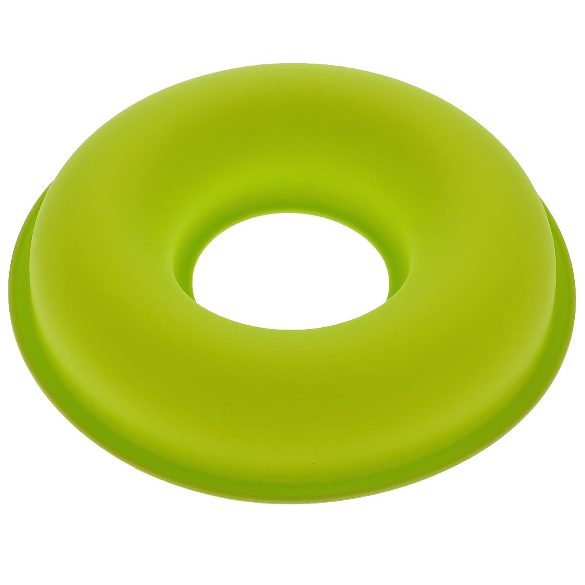 Форма для выпечки Bekker Круг, силиконовая, цвет: салатовый, диаметр 26,5 смВК-9468Форма для выпечки Bekker Круг изготовлена из силикона. Силиконовые формы для выпечки имеют много преимуществ по сравнению с традиционными металлическими формами и противнями. Они идеально подходят для использования в микроволновых, газовых и электрических печах при температурах до +250°С; в случае заморозки до -50°С. Можно мыть в посудомоечной машине. За счет высокой теплопроводности силикона изделия выпекаются заметно быстрее. Благодаря гибкости и антиприлипающим свойствам силикона, готовое изделие легко извлекается из формы. Для этого достаточно отогнуть края и вывернуть форму (выпечке дайте немного остыть, а замороженный продукт лучше вынимать сразу). Силикон абсолютно безвреден для здоровья, не впитывает запахи, не оставляет пятен, легко моется. Форма для выпечки Bekker Круг - практичный и необходимый подарок любой хозяйке!