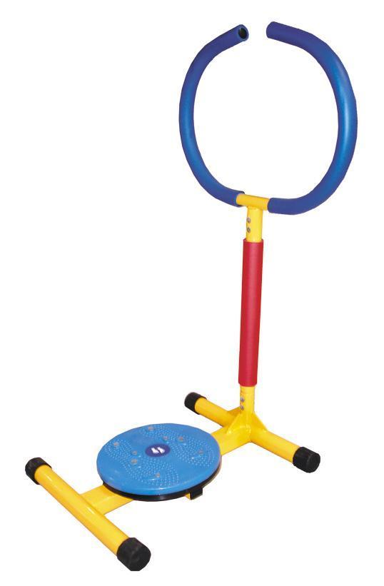 Тренажер Мини-твист, детский. KTD 001LEM-KTD 001Детский тренажер Мини-твист с поворотным диском, имеющим массажное покрытие, основывается на воздействии на определенные точки, находящиеся на подошве ступни, и служит для общего укрепления организма. Яркий дизайн этого тренажера вызывает восторг у детей и делает спортивные занятия веселыми и увлекательными. Тренажен изготовлен из безопасных для детей материалов. Ручки оформлены неопреновым покрытием. Неопрен в течение всей тренировки отводит выделяющуюся влагу из зоны контакта с телом, оставляя поверхность сухой и не позволяя выскальзывать. Конструкция очень прочная и устойчивая. Тренажер можно применяться как дома, так и в любых детских учреждениях, комнатах отдыха. К тренажеру прилагается инструкция по эксплуатации на русском языке.