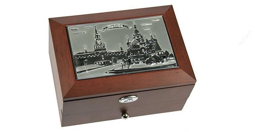 Шкатулка ювелирная MORETTO Москва 2-х ярусная 18*13*10см39934Великолепная шкатулка для вашей любимой. Здесь можно хранить бижутерию, ювелирные изделия и множество других мелочей. Очень оригнальний подарок для особых дат в вашей совместной жизни. Материал: MDF, металл (алюминий), стекло, текстиль, ПМ; цвет: коричневый