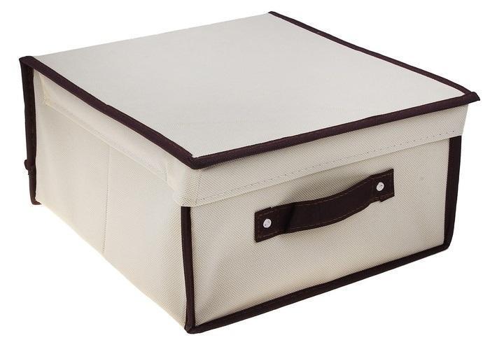 контейнер для хранения(жёсткий)28*30*15см,бежевый 835835Декоративный контейнер - отличный способ для хранение вещей! Благодаря универсальности изделия, в контейнере можно хранить самые разнообразные вещи: бижутерию, лекарства, швейные принадлежности.Такой контейнер поможет держать вещи в порядке. Декоративный контейнер даст Вам возможность сохранить все в одном месте, а также защитить вещи от пыли, грязи и влаги. Материал: флизелин,картон