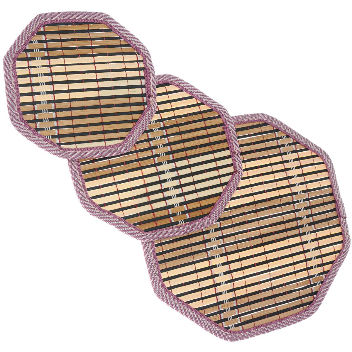 Набор салфеток под горячее Dommix, цвет: коричневый, 3 штOW045Набор Dommix, состоящий из 3 бамбуковых салфеток под горячее, идеально впишется в интерьер современной кухни. Салфетки из бамбука не впитывают запахи, легко моются, не деформируются при длительном использовании. Бамбук обладает антибактериальными и водоотталкивающими свойствами. Также имеют высокую прочность. Каждая хозяйка знает, что салфетка под горячее - это незаменимый и очень полезный аксессуар на каждой кухне. Ваш стол будет не только украшен оригинальной салфеткой, но и сбережен от воздействия высоких температур ваших кулинарных шедевров. Размер маленькой салфетки: 15,5 см х 15 см х 0,2 см. Размер средней салфетки: 17,5 см х 18,5 см х 0,2 см. Размер большой салфетки: 24 см х 24,5 см х 0,2 см.