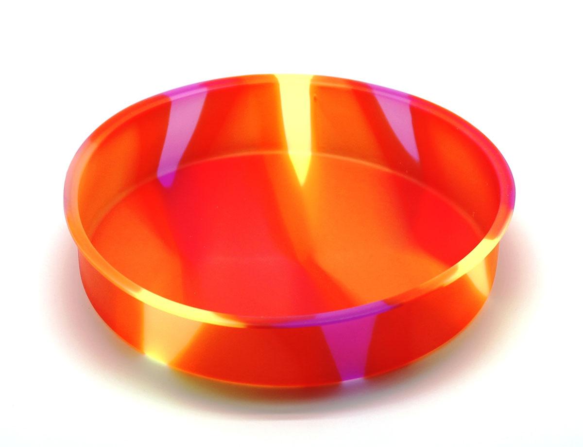 Форма для выпечки Atlantic Торт, цвет: оранжевый, диаметр 25 смSC-BK-004M-QКруглая силиконовая форма для выпечки Atlantic Торт имеет много преимуществ по сравнению с традиционной металлической и алюминиевой посудой. Она идеально подходит для использования в микроволновых, газовых и электрических печах при температурах до +230°С. Благодаря гибкости и антипригарным свойствам изделия, ваша выпечка никогда не потеряет свой внешний вид. Форма займет на вашей кухне минимум места. Так же хотелось бы отметить, что силикон не вступает ни в какое химическое воздействие с окружающими материалами. Следовательно, ваша пища, изготовленная в форме из силикона, никогда не будет содержать посторонних примесей и неприятных запахов. Можно мыть в посудомоечной машине. Диаметр: 25 см. Высота: 5 см.