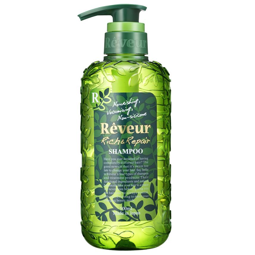 Reveur Шампунь для волос Питание и восстановление, 500 млFS-00103Reveur Питание и восстановление - безсиликоновый, создан на основе трех специальных природных компонентов: белка масла кукурузы, масла арганы, экстракта катрана, и четырнадцати растительных экстрактов, таких как: масло ши, масло макадами, масло оливы, масло шафрана, экстракт рисовых отрубей, масло подсолнечника, гидролизированный белок гороха, экстракт лимониума, экстракт свеклы, экстракт ромашки, экстракт яблока, экстракт амачя, экстракт шалфея, экстракт лемонграсса, питающих волосы и возвращающих им естественный и здоровый вид. Рекомендуется для: слабых волос, не держащих объем, волос, потерявших упругость и эластичность, не поддающихся укладке, сильно поврежденных волос, кудрявых волос, создания красивых локонов.Шампунь Reveur не содержит силикон.Имеет элегантный и теплый восточный аромат Oriental Floral.Рекомендуется использовать вместе с бальзамом-кондиционером Reveur Rich & Repair. Эффект заметен уже после третьего применения, так как шампуню необходимо вымыть весь скопившийся ранее силикон, чтобы раскрыть свои свойства. Товар сертифицирован.