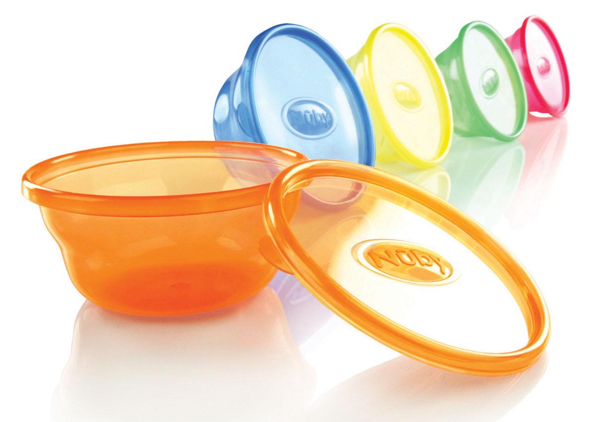 Набор мисок Nuby, с крышками, 300 мл, 6 штID91164Набор Nuby включает 6 круглых разноцветных мисок, изготовленных из высококачественного пищевого пластика. Изделия оснащены крышками, которые герметично закрываются и помогают сохранить продукты свежими и вкусными. Нескользящее покрытие придает мискам большую устойчивость. Миски достаточно глубокие, они прекрасно подходят и для вторых блюд, и для супов, и для каш. Такую миску можно взять с собой в школу или на прогулку. Также подходит для кормления. Для детей от 3-х месяцев. Можно мыть в посудомоечной машине и ставить в СВЧ-печь. Диаметр миски: 12 см. Высота стенки миски: 5,5 см. Объем миски: 300 мл.