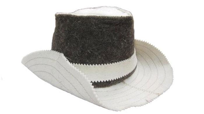 Шапка для сауны Home Queen Ковбой51463Шапка для бани и сауны Home Queen Ковбой, изготовленная из тонкошерстного войлока, это незаменимый аксессуар для любителей попариться в русской бане и для тех, кто предпочитает сухой жар финской бани. Шапка изготовлена из натуральной шерсти и благодаря этому надежно защищает вашу голову и волосы от воздействия высоких температур и повышенной влажности. Такая шапка станет отличным подарком для любителей отдыха в бане или сауне. Размер шапки: 55-60.