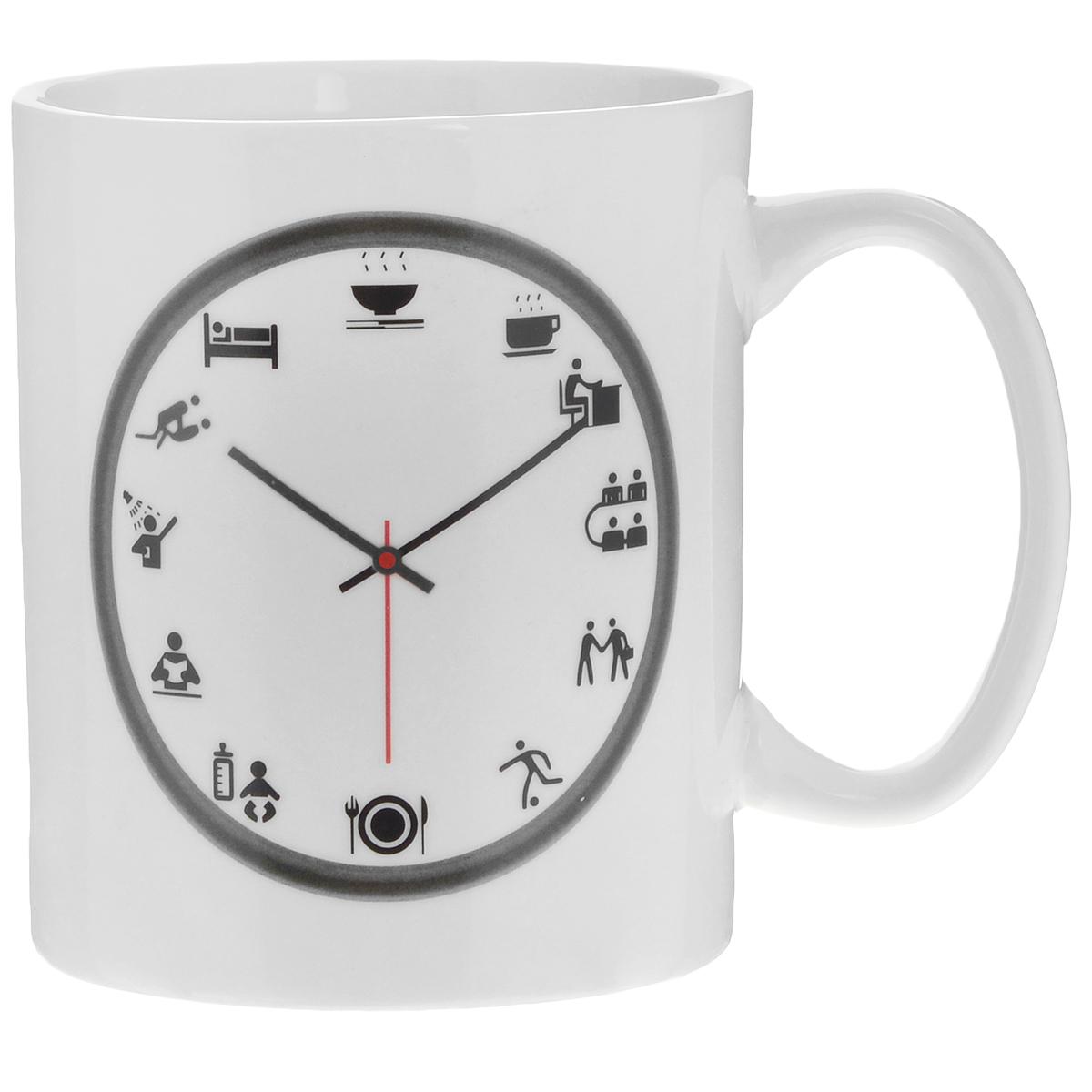 Кружка Личное время, 300 мл115610Кружка-хамелеон Личное время выполнена из высококачественного фарфора. Изменяет рисунок при нагреве. В холодном состоянии на кружке нарисованы часы. На циферблате черного цвета вместо часов изображены рисунки с изображением того, что принято делать в тот или иной час. Если в нее налить горячий напиток, то стрелка и рисунок на десяти часах вечера меняют цвет с темного на красный. Такой подарок станет не только приятным, но и практичным сувениром: кружка станет незаменимым атрибутом чаепития, а оригинальный дизайн вызовет улыбку.Нельзя мыть в посудомоечной машине. Можно использовать в микроволновой печи. Диаметр по верхнему краю: 7,2 см.Высота кружки: 9 см.Объем: 300 мл.