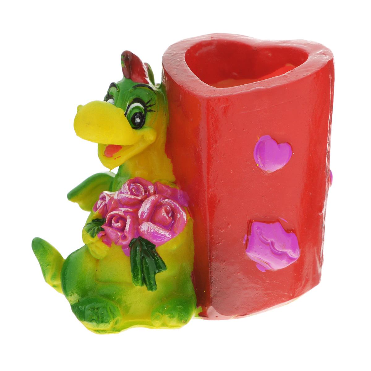 Подставка декоративная под зубочистки Lunten Ranta Влюбленный дракон. Сердце и цветы59873Декоративная подставка под зубочистки Lunten Ranta Влюбленный дракон. Сердце и цветы, изготовленная из полирезины и выполненная в виде композиции из обаятельного дракона и стакана, непременно украсит ваш стол. Емкость, куда вставляются зубочистки, выполнена в форме сердца. Такая подставка станет оригинальным украшением стола и подчеркнет вкус хозяйки. Размер подставки: 5 см х 3,5 см х 4,5 см. Размер стакана: 3 см х 2,5 см х 4 см.