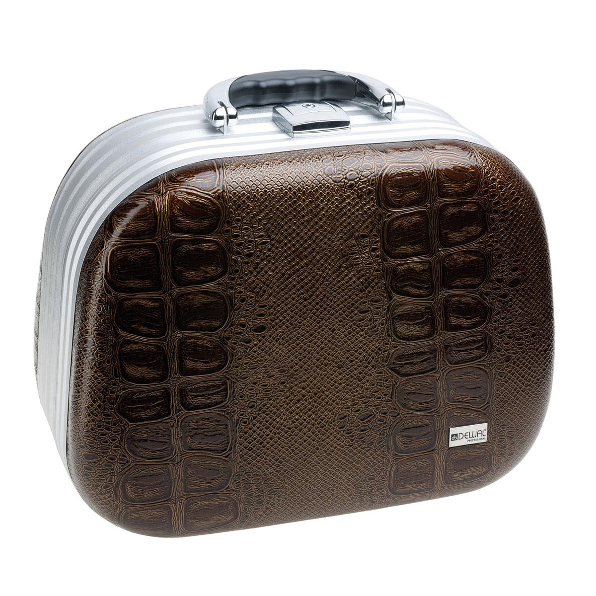 Dewal Чемодан для парикмахерских инструментов, цвет: коричневый. HP807BINT-06501Чемодан для парикмахерских инструментов HP807B коричневый является компактным кейсом для размещения профессиональных инструментов парикмахера. Чемодан имеет обтекаемую форму и изготовлен из лёгкого алюминия и полимерного материала, который заменяет кожу. Внутри два больших отделения, карман на молнии и кармашки для мелких принадлежностей. Чемодан снабжен удобной пластмассовой ручкой. Модель выполнена в коричневом цвете.