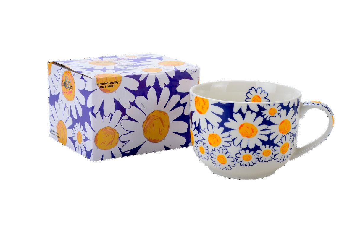 Чашка для супа GiftLand Ромашки, 700 млJ013- РомашкиЧашка для супа GiftLand Ромашки изготовлена из костяного фарфора и оформлена красочным изображением ромашек. Изделие оснащено удобной ручкой и подходит для подачи самых разнообразных супов и бульонов. Оригинальная чашка порадует вас ярким дизайном и станет неизменным атрибутом на вашей кухне. Прекрасно подойдет в качестве сувенира. Изделие пригодно для использования в посудомоечной машине и микроволновой печи. Диаметр чашки: 11,5 см. Высота: 9 см. Объем: 700 мл.