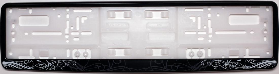 Рамка под номер АР-ДекоЗ0000012275Рамка АР-Деко не только закрепит регистрационный знак на вашем автомобиле, но и красиво его оформит. Основание рамки выполнено из полипропилена, материал лицевой панели - пластик. Она предназначена для крепления регистрационного знака российского и европейского образца, декорирована орнаментом. Устанавливается на все типы автомобилей. Крепления в комплект не входят. Стильный дизайн идеально впишется в экстерьер вашего автомобиля. Размер рамки: 53,5 см х 13,5 см. Размер регистрационного знака: 52,5 см х 11,5 см.