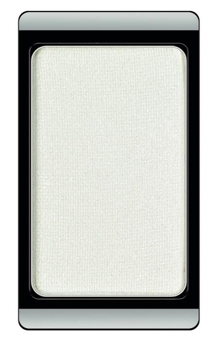 ARTDECO Тени для век перламутровые Fashion Colors 109, 0,8 г30.109Тени на магнитах и по желанию могут комбинироваться в эксклюзивные коробки Жемчужные тени дают перламутровое сияние Хромовые тени меняют оттенки цвета при различном освещении Гламурные тени придают магическое мерцание благодаря сверкающим частицам Устойчивая высоко пигментированная формула