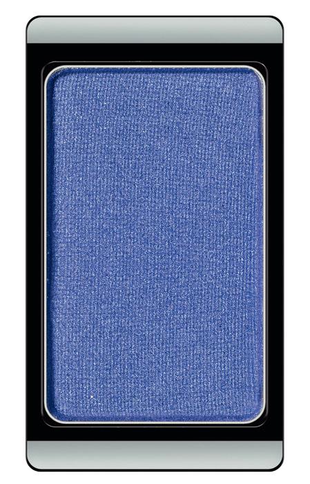 ARTDECO Тени для век перламутровые Fashion Colors 81, 0,8 г30.81Тени на магнитах и по желанию могут комбинироваться в эксклюзивные коробки Жемчужные тени дают перламутровое сияние Хромовые тени меняют оттенки цвета при различном освещении Гламурные тени придают магическое мерцание благодаря сверкающим частицам Устойчивая высоко пигментированная формула