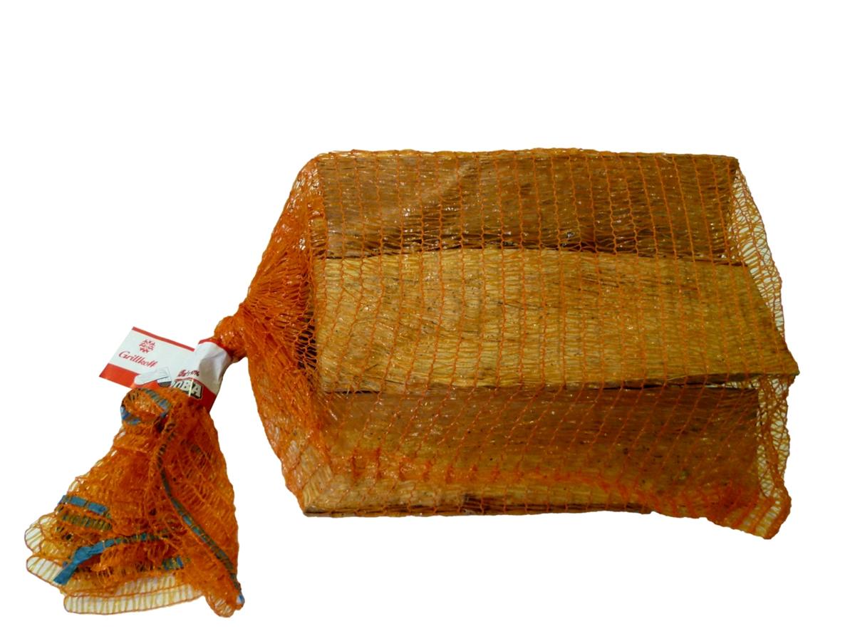 Дрова березовые Грилькофф, 0,015 м310Дрова березовые, предназначенные для разведения костров, а так же в качестве топлива печей и каминов, фасованы в сетки объемом 15 дм3. Удобны для транспортировки и хранения.
