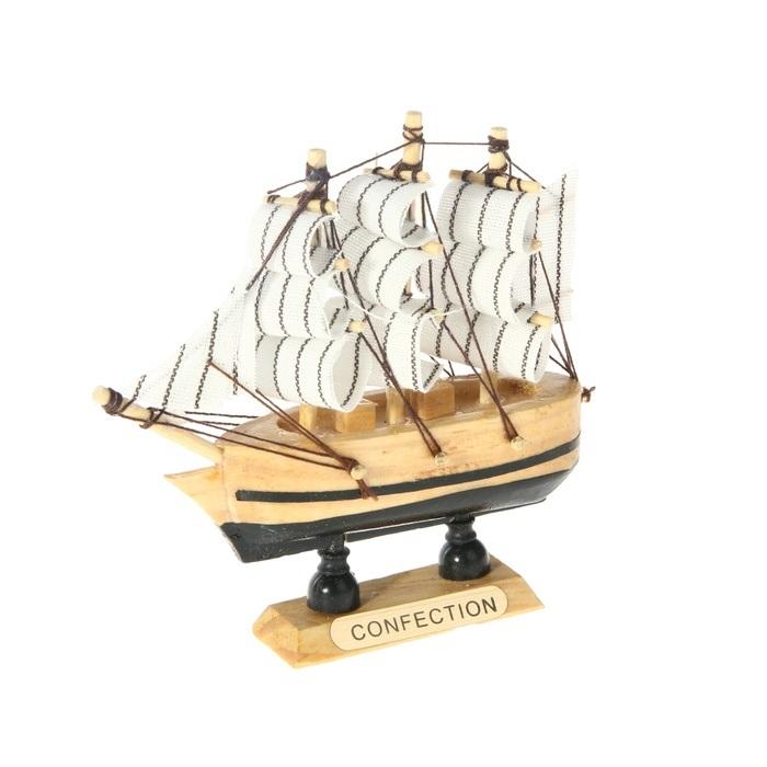 Корабль сувенирный Confection, длина 10 см. 805883UP210DFСувенирный корабль Confection, изготовленный из дерева и текстиля, это великолепный элемент декора рабочей зоны в офисе или кабинете. Корабль с парусами помещен на деревянную подставку. Время идет, и мы становимся свидетелями развития технического прогресса, новых учений и практик. Но одно не подвластно времени - это любовь человека к морю и кораблям. Сувенирный корабль наполнен историей и силой океанских вод. Данная модель кораблика станет отличным подарком для всех любителей морей, поклонников историй о покорении океанов и неизведанных земель. Модель корабля - подарок со смыслом. Издавна на Руси считалось, что корабли приносят удачу и везение. Поэтому их изображения, фигурки и точные копии всегда присутствовали в помещениях. Удивите себя и своих близких необычным презентом.