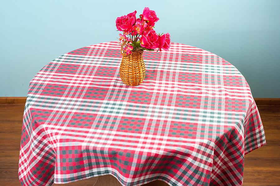 Скатерть Arloni Дэйли, прямоугольная, цвет: красный, 150 x 180 см1039.1Скатерть Arloni Дэйли изготовлена из натурального хлопка. Изделие оформлено принтом в клетку, что прекрасно подходит для интерьера кухни дома или на даче. Хлопковые скатерти универсальны. Подходят для каждодневного использования. Прочные и легко стираются. Скатерть Arloni Дэйли - классический вариант, выполненный в идеально подобранной цветовой гамме, который прекрасно дополнит и придаст законченный вариант оформления вашей гостиной или кухни. Рекомендуется ручная стирка.
