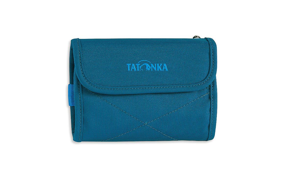 Кошелек Tatonka Euro Wallet, цвет: темно-синий. 2981.1502981.150Модный кошелек Tatonka Euro Wallet выполнен из плотного полиэстера и оформлен декоративной прострочкой и названием бренда на лицевой стороне. Кошелек закрывается клапаном на застежку-липучку. Внутри - два отделения для купюр (одно из которых на застежке-молнии), четыре кармашка для кредитных карт, прозрачное пластиковое окошко, потайной кармашек, эластичный фиксатор и кольцо для крепления ключей или брелока. Обратная сторона кошелька дополнена декоративной молнией. Многофункциональный кошелек займет достойное место среди ваших аксессуаров.