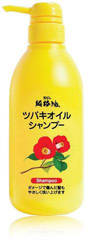 Kurobara Шампунь Tsubaki Oil Чистое масло камелии для восстановления поврежденных волос с маслом камелии 500 млБ33041_шампунь-барбарис и липа, скраб -черная смородинаШампунь на основе масла японской камелии способствует восстановлению структуры сухих, окрашенных, осветленных и после химической завивки волос, предотвращает их сечение и способствует оздоровлению поврежденных участков. Благодаря экстракту шелка шампунь защищает волосы от потери влаги, делая их гладкими, эластичными и послушными. Пальмовое масло, входящее в состав, является уникальным средством для восстановления и укрепления поврежденных волос, активизирует в коже головы липидный обмен, отлично устраняет ее сухость и шелушение, защищает от обезвоживания. Шампунь обладает нежным фруктово-цветочным ароматом. Подходит для ежедневного использования. После применения ваши волосы будут сиять здоровьем.