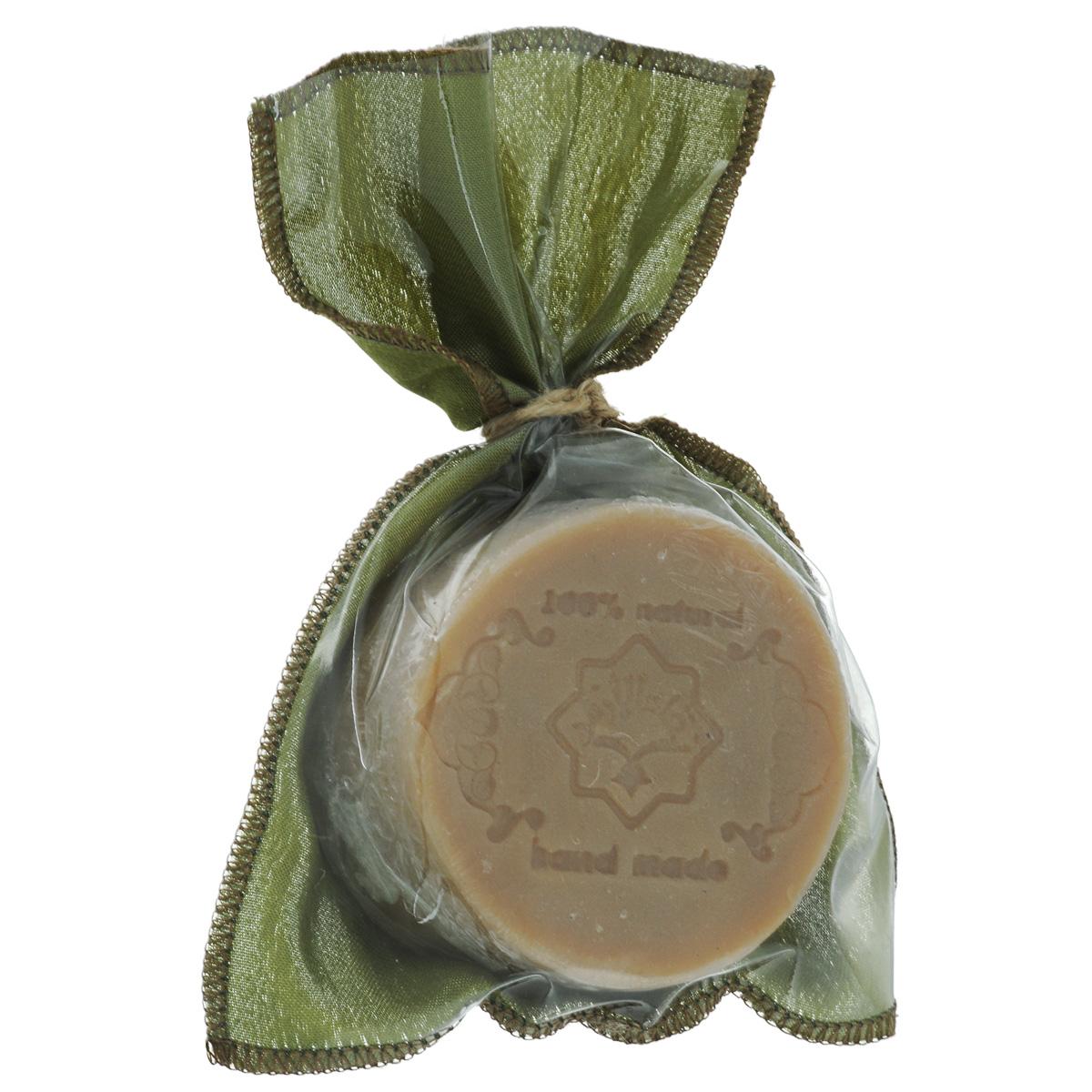 Зейтун Мыло Экстра №1 Козье молоко, 150 г0100Удивительно нежное, мягкое, «кремовое» натуральное мыло, дающее обильную и легко-воздушную пену. В нём соединились два действенных натуральных компонента, два символа здоровья и красоты средиземноморских наций — оливковое масло и молоко, козье молоко. В составе около 10-ти процентов свежего козьего молока, в котором богатейший набор аминокислот, протеинов, витаминов и микроэлементов, которые помимо косметического эффекта — смягчающего и увлажняющего, оказывают регенерирующее (а, значит, омолаживающее) действие на кожу. При всей своей мягкости это натуральное мыло отлично очищает кожу, поэтому прекрасно подходит для умывания лица и снятия макияжа.