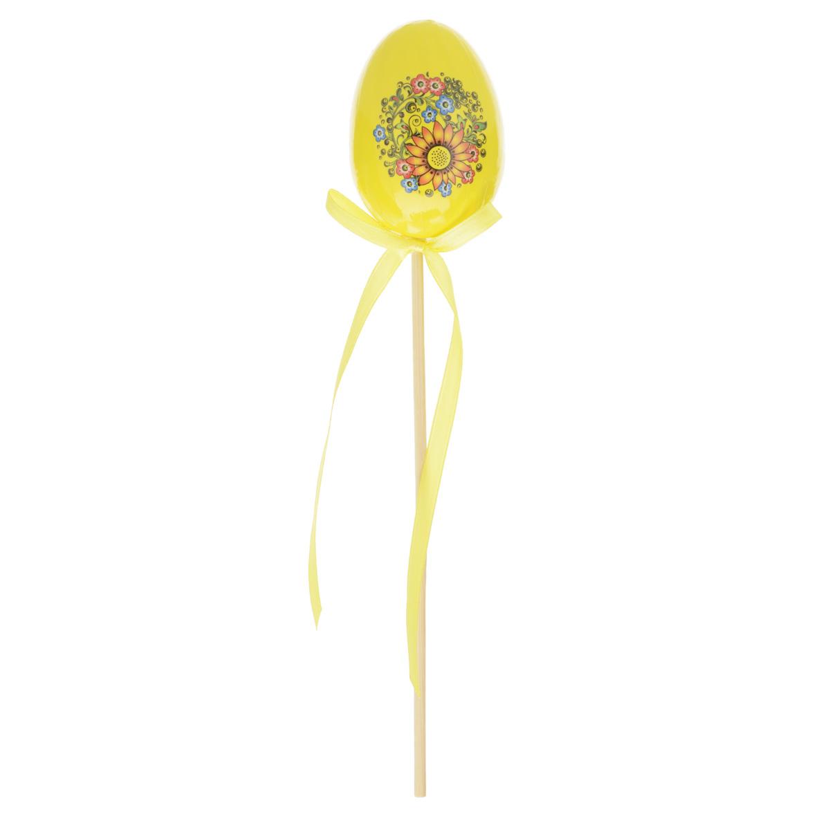 Декоративное украшение на ножке Home Queen Яйцо, цвет: желтый, высота 25 см64415_3Декоративное украшение Home Queen Яйцо выполнено из пенопласта, ламинированной бумаги в виде пасхального яйца на деревянной ножке, декорированного цветочным рисунком. Изделие украшено текстильной лентой. Такое украшение прекрасно дополнит подарок для друзей или близких. Высота: 25 см. Размер яйца: 7 см х 5 см. Материал: пенопласт, ламинированная бумага.